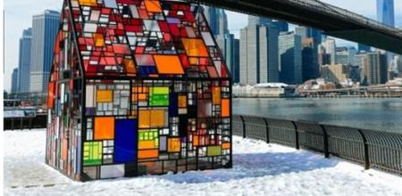 【广州Yabo直播平台展聚焦·前沿建筑】纽约艺术家设计五彩斑斓有机玻璃房如梦幻屋